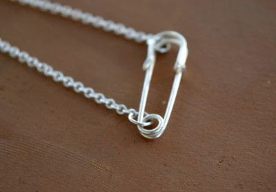 How to make a safety pin necklace. Safety Pin And Pearl Necklace - Step 3