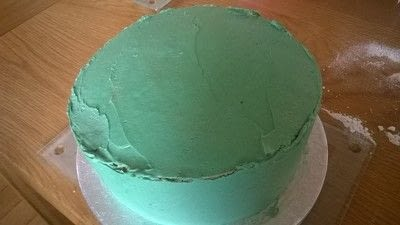 How to bake a vanilla cake. Football Boot Cake - Step 16