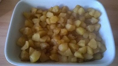 How to bake a crumble. Apple Crumble  - Step 4