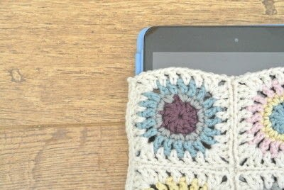 How to stitch a knit or crochet pouch. Granny Square I Pad Case  - Step 1