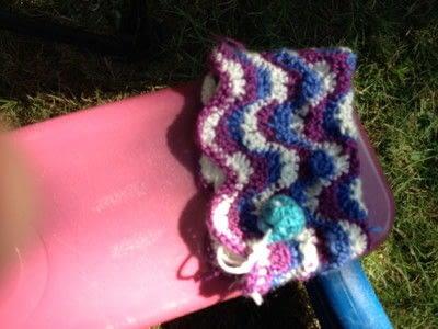 How to stitch a knit or crochet clutch. Ruby Crochet Purse - Step 3