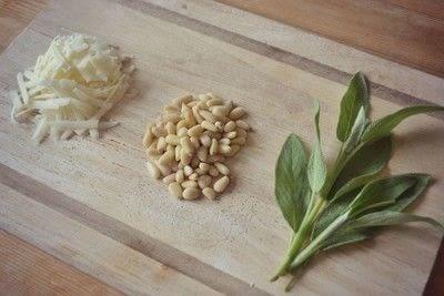 How to make pesto. Sage Pesto - Step 1