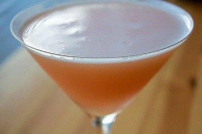 How to mix a martini. Grapefruit Martini - Step 1