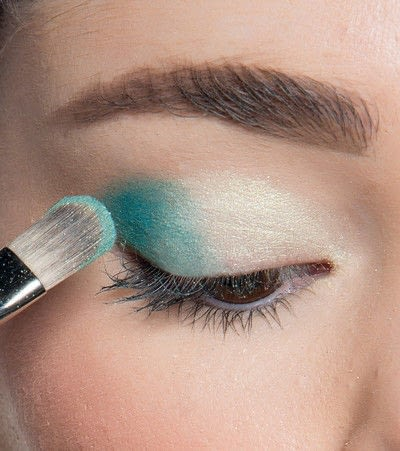 How to create a blue eye makeup look. Showgirl Transformation - Step 4