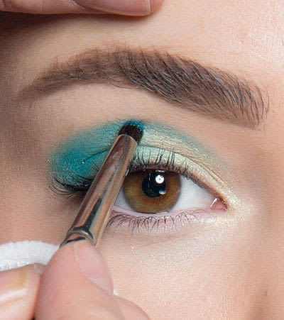 How to create a blue eye makeup look. Showgirl Transformation - Step 5