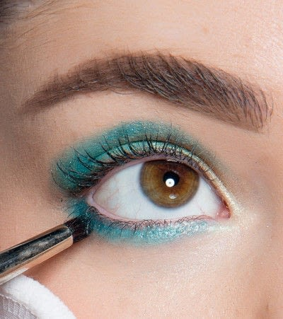 How to create a blue eye makeup look. Showgirl Transformation - Step 6