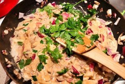 How to cook a tagliatelle. Mushroom, Red Onion & Parsley Tagliatelle - Step 4