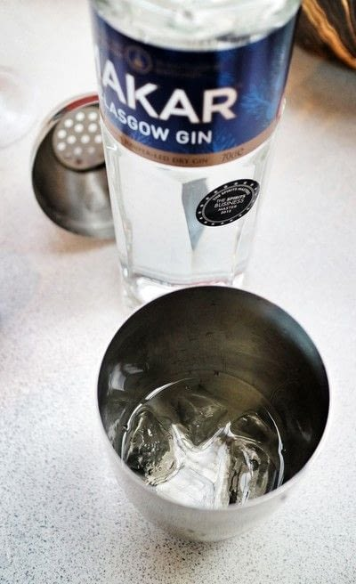 How to mix a flip cocktail. Pink Lady - Step 1