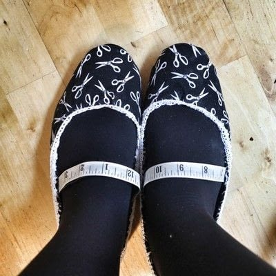 How to make a pair of fabric covered shoes. Seamstress Flats - Step 22