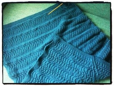 How to stitch a knit or crochet blanket. Fan And Feather Baby Blanket - Step 2