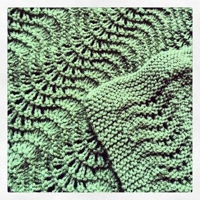 How to stitch a knit or crochet blanket. Fan And Feather Baby Blanket - Step 3
