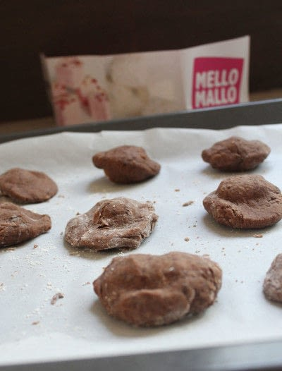 How to bake a chocolate cookie. Chocolate And Marshmallow Cookies - Step 6