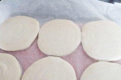 How to bake a macaron. Raspberry Marshmallow Macaroons - Step 5