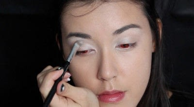 How to create a face painting. Evil Alice In Wonderland Halloween Makeup Tutorial - Step 11