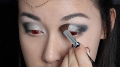 How to create a face painting. Evil Alice In Wonderland Halloween Makeup Tutorial - Step 14