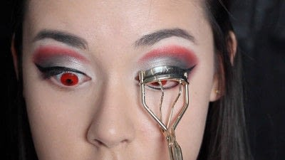 How to create a face painting. Evil Alice In Wonderland Halloween Makeup Tutorial - Step 19