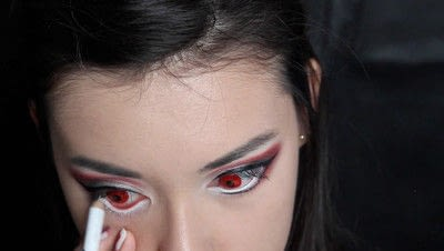 How to create a face painting. Evil Alice In Wonderland Halloween Makeup Tutorial - Step 21
