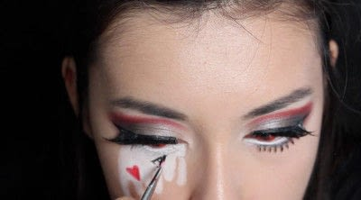 How to create a face painting. Evil Alice In Wonderland Halloween Makeup Tutorial - Step 29