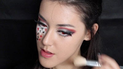How to create a face painting. Evil Alice In Wonderland Halloween Makeup Tutorial - Step 33