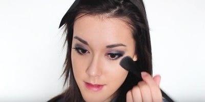 How to create an eye makeup look. Pink Goth Grunge Makeup Tutorial - Step 24