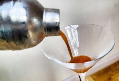 How to mix a pumpkin martini. Pumpkin Spice Martini - Step 4