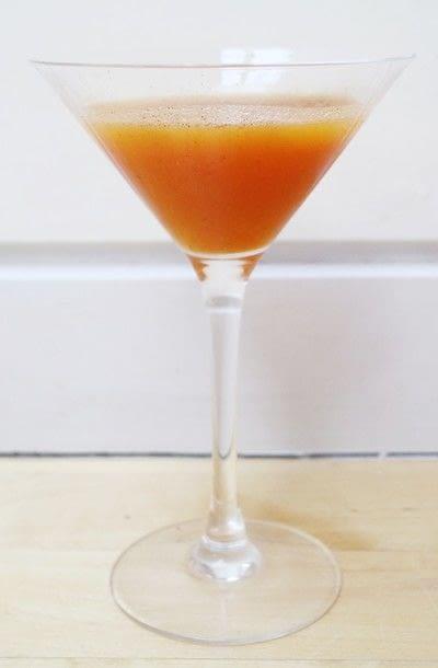 How to mix a pumpkin martini. Pumpkin Spice Martini - Step 5