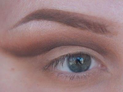 How to create a cut crease eye makeup look. Smokey Cut Crease - Step 3