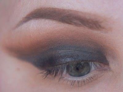 How to create a cut crease eye makeup look. Smokey Cut Crease - Step 4