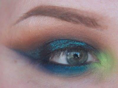How to create a cut crease eye makeup look. Smokey Cut Crease - Step 8