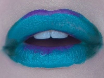 How to paint a glitter lip. Glitter Ombre Lip - Step 2