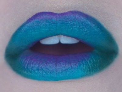 How to paint a glitter lip. Glitter Ombre Lip - Step 3