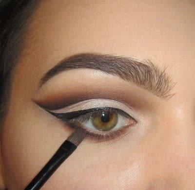 How to create a cut crease eye makeup look. Classic Cut Crease - Step 4