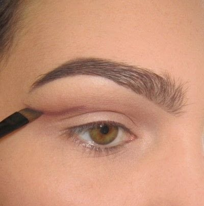 How to create a cat eye. Warmtoned Negative Space Makeup - Step 1