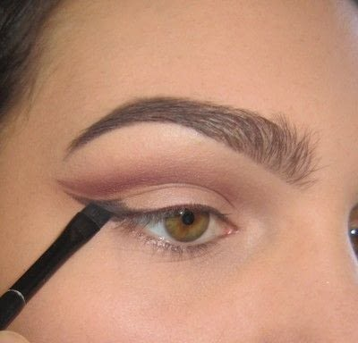 How to create a cat eye. Warmtoned Negative Space Makeup - Step 2