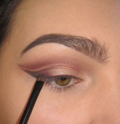 How to create a cat eye. Warmtoned Negative Space Makeup - Step 3