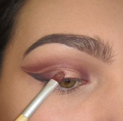 How to create a cat eye. Warmtoned Negative Space Makeup - Step 4