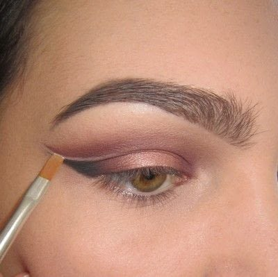 How to create a cat eye. Warmtoned Negative Space Makeup - Step 5