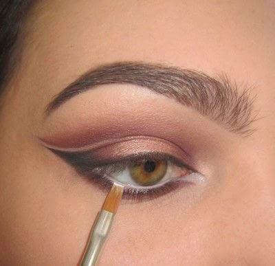 How to create a cat eye. Warmtoned Negative Space Makeup - Step 6