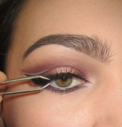 How to create a cat eye. Warmtoned Negative Space Makeup - Step 7
