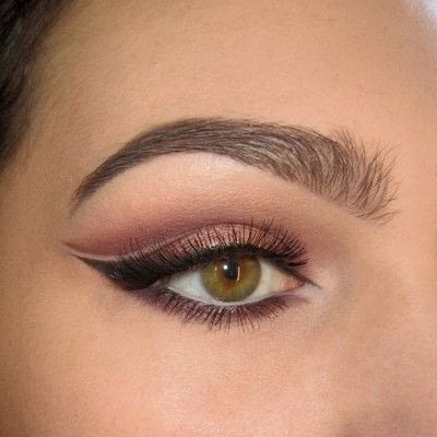 How to create a cat eye. Warmtoned Negative Space Makeup - Step 8