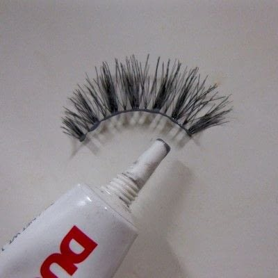 How to makeover your eyelashes. Apply False Lashes The Right Way - Step 3