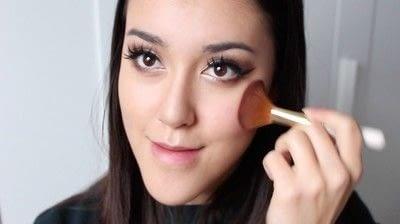 How to create a tan or contour makeup. Simple Face Contour - Step 11