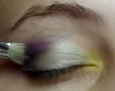 How to create a green eye makeup look. Colorful - Step 4