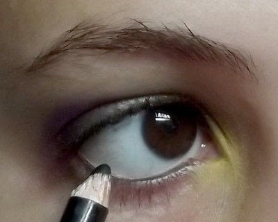 How to create a green eye makeup look. Colorful - Step 5