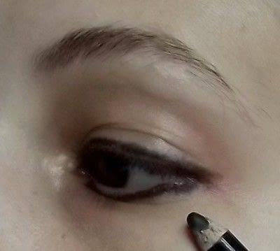 How to create a smokey eye. Punk Rock - Step 1