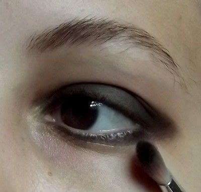 How to create a smokey eye. Punk Rock - Step 2