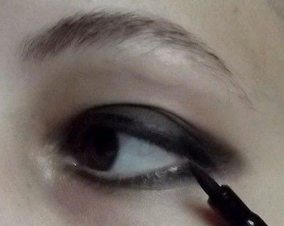 How to create a smokey eye. Punk Rock - Step 3