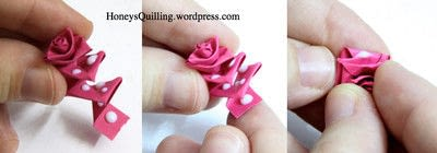 How to fold a piece of quilled art. Paper Quilling Roses - Step 5