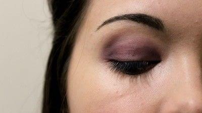 How to create a smokey eye. Adele Dark Smokey Makeup Look - Step 3