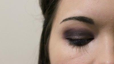 How to create a smokey eye. Adele Dark Smokey Makeup Look - Step 5